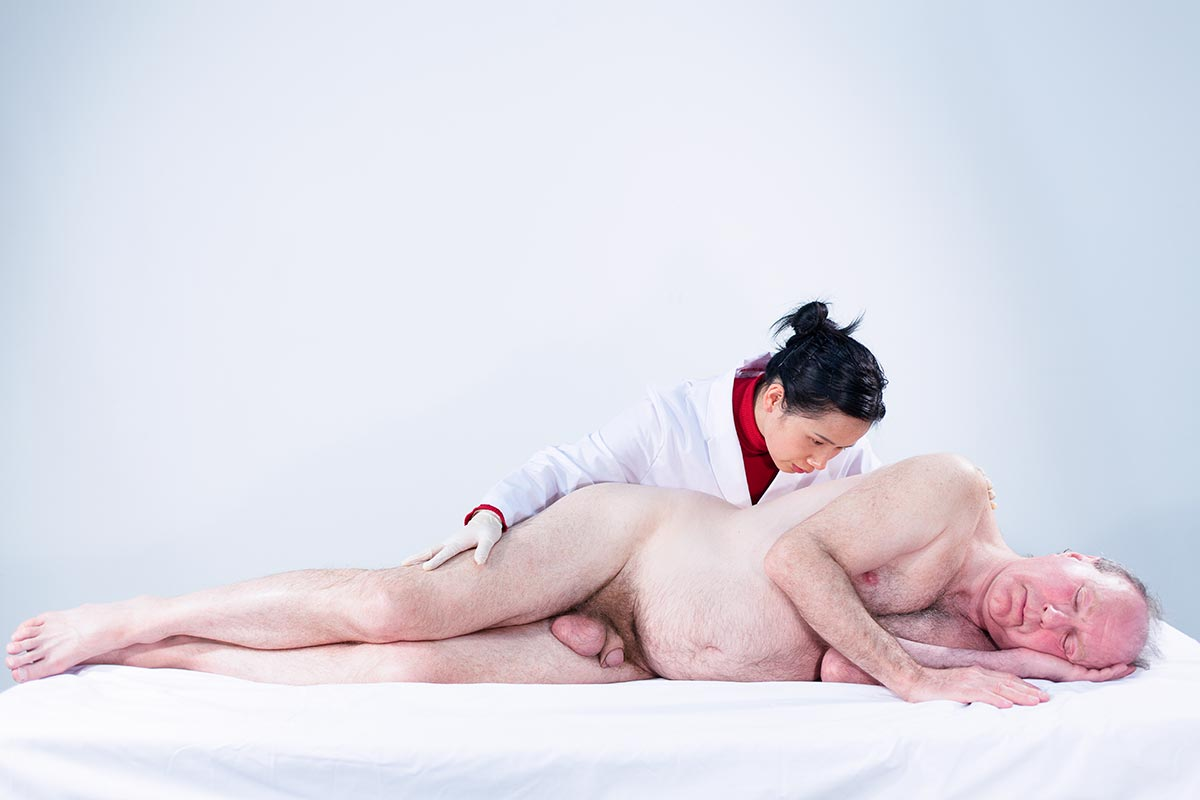 hun Hua Catherine Dong licks a white male's whole body inch by inch for three hours on her performance in Vancouver, which refers  Edouard Manet's painting Olympia