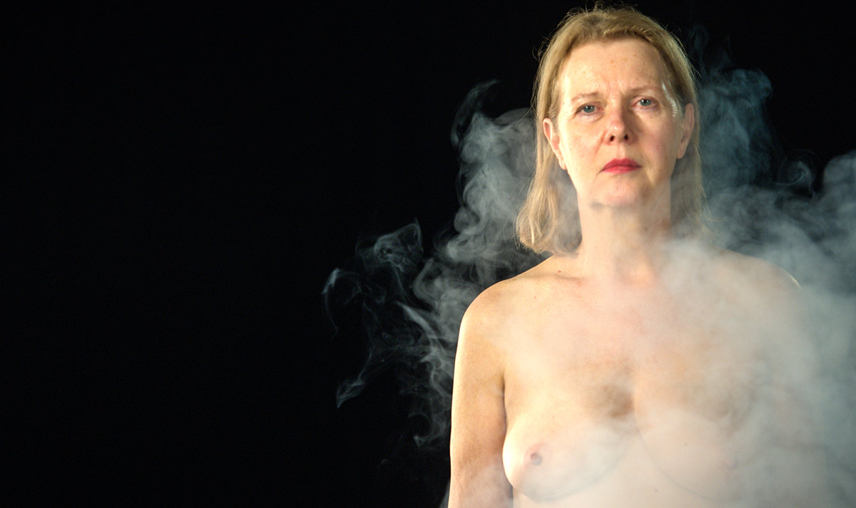 smoke comes up to an actor's body from floor, and gradually covers their whole body