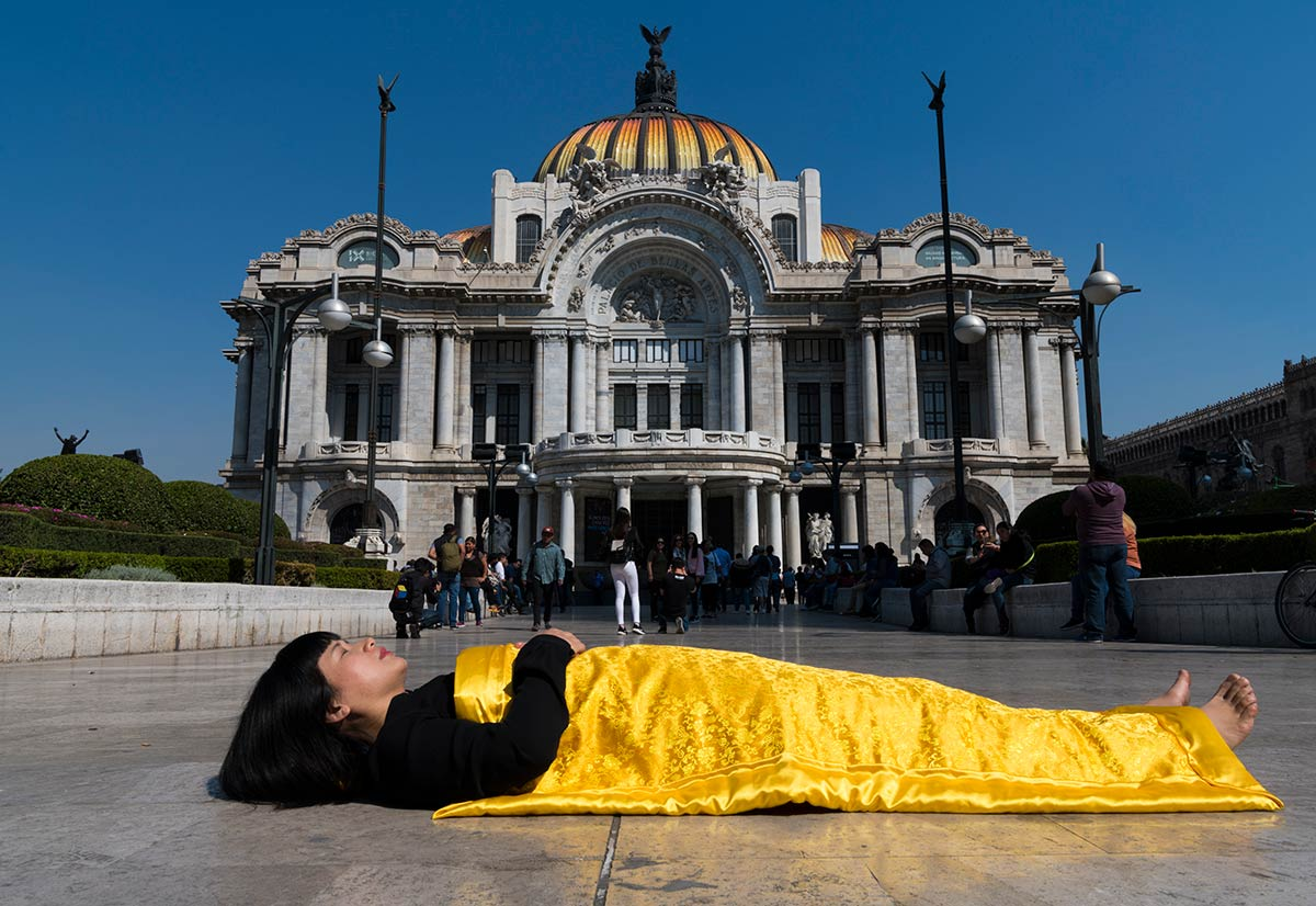 Chun Hua Catherine Dong buries herself at historical sites and tourist attraction in Mexico City